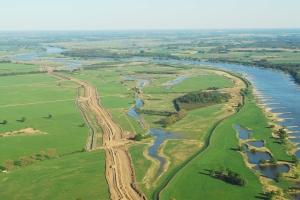 Elbtalauen bei Lenzen, neuer Damm im Bau