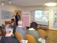 Markus Grabher stellt die Baumarten der Weichholzau vor (Foto: Montafoner Museen).