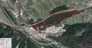 Geplantes Betriebsgebiet im Auwald rechtsufrig der Alfenz entlang der S16 zwischen der Abfahrt Bludenz-Montafon und Stallehr (Quelle: Luftbild 2012 Vorarlberg Atlas). Die Fläche wurde aufgrund der Angabe im REK von der Naturschutzanwaltschaft ungefähr abgegrenzt: ca. 1,5 ha.